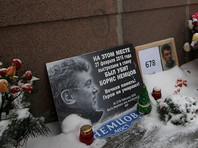 После него участники надеются возложить цветы на месте убийства - на Большом Москворецком мосту