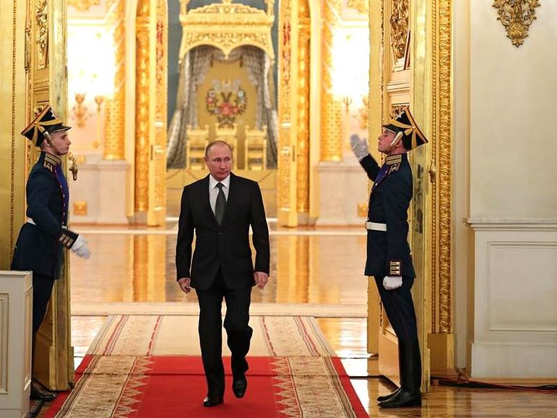 Почти треть россиян (32%) полагают, что жизнь в России при президентстве Владимира Путина лучше, чем когда-либо за последние 100 лет