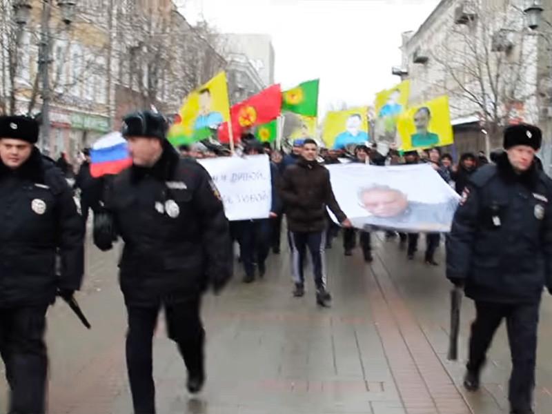 В центре Саратова 14 февраля состоялась акция местных курдов в поддержку лидера Рабочей партии Курдистана (РПК) Абдуллы Оджалана, который уже 18 лет сидит в турецкой тюрьме