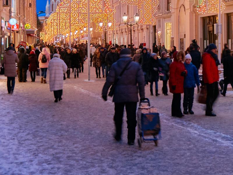 Россияне больше всего осуждают наркоманию и мздоимство, а меньше всего - мат, выяснил ВЦИОМ