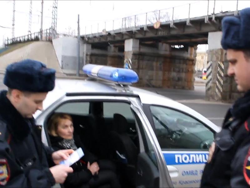 В Москве задержали активистов за баннер про Путина, слоган которого попал под цензуру на марше памяти Немцова