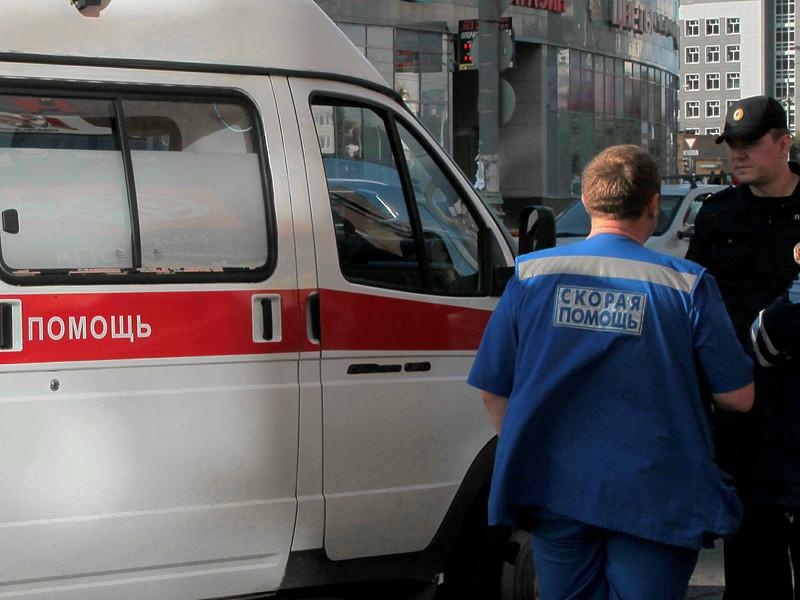 В Омске автоледи отказалась пропустить карету скорой помощи, мотивируя это тем, что она не умеет сдавать назад, чем впоследствии заинтересовала не только общественность, но и следователей
