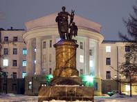 В Архангельске к приезду Путина на Арктический форум тротуар застелили паркетной доской