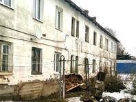 В городе Зубцове Тверской области произошло частичное обрушение стены кирпичного дома, в которого зарегистрированы 38 человек, а фактически проживают 23, в том числе девять детей