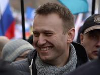 Навального закидали яйцами на митинге против роста тарифов ЖКХ в Новосибирске