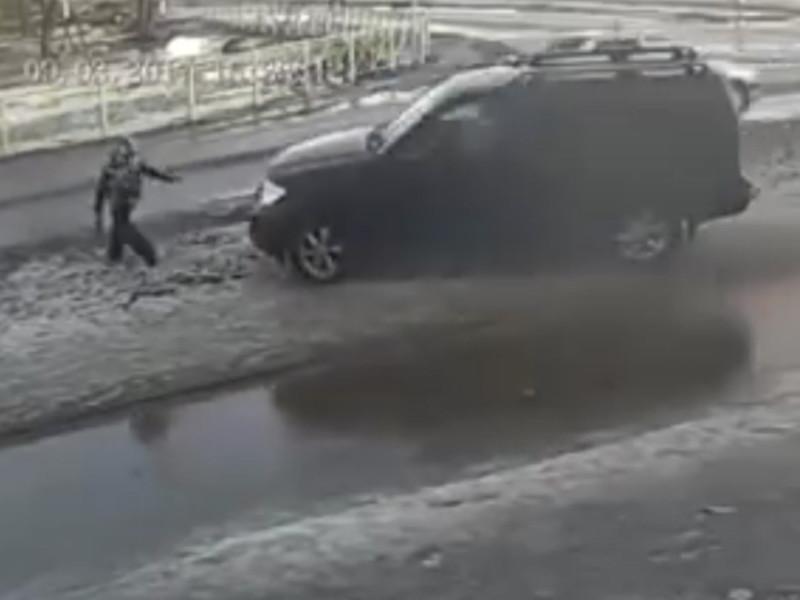 По версии следствия, 9 марта 2017 года в городе Приозерске Ленинградской области двое детей играли вблизи проезжей части, стреляя из игрушечного автомата по машинам. Бельский, рассерженный поведением детей, совершил наезд на одного из детей, после чего, выйдя из машины, применил к ребенку насилие