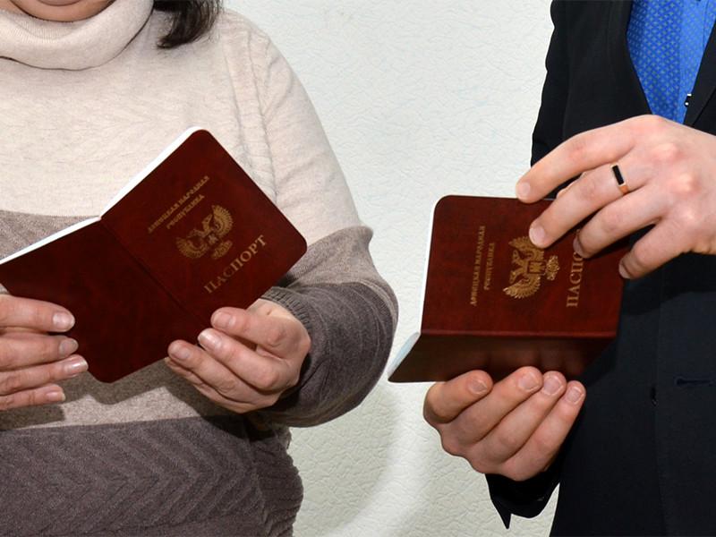 Российские банки отказываются обслуживать клиентов с паспортами ЛНР и ДНР