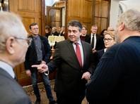 Глава МИД ФРГ начал визит в Москву со встречи с представителями гражданского общества