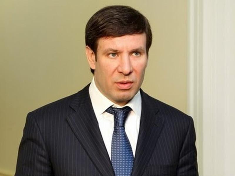 В 2012 году Юревич, занимавший должность губернатора, по версии следствия, получил взятку от Виталия Тесленко, назначенного им на должность министра здравоохранения Челябинской области.