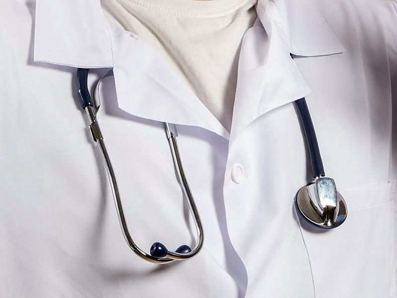 Предлагается установить предельный возраст в 65 лет для замещения должности руководителей и заместителей руководителей государственных и муниципальных медицинских организаций