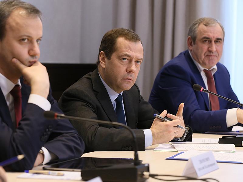 """Премьер-министр России Дмитрий Медведев в ответ на высказанное ему поздравление """"с выздоровлением"""" неожиданно заявил, что не болел"""