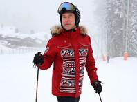 """В день антикоррупционных акций """"Он нам не Димон"""" в городах России Медведев катался на лыжах"""