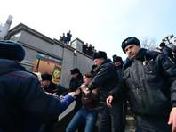 Во Владивостоке, где митингующие вышли на Привокзальную площадь, митинг обернулся массовыми задержаниями