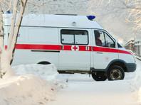 В Новосибирске 93-летнего ветерана на руках донесли до кареты скорой, застрявшей в снегу