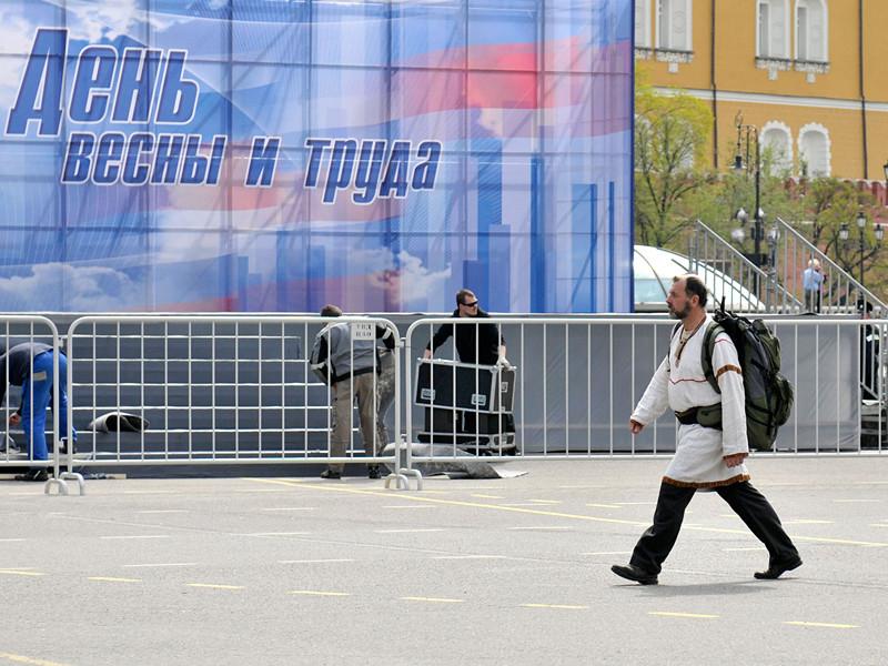 На майские праздники в 2017 году работающие россияне будут отдыхать с 29 апреля по 1 мая и с 6 по 9 мая, напомнил заместитель руководителя Роструда Иван Школвец