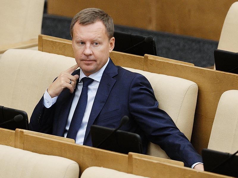 Заочно арестованный в РФ и получивший гражданство Украины бывший депутат Госдумы от КПРФ Денис Вороненков, которого обвиняют в мошенничестве с недвижимостью, вложил в аферу около 75 тыс. долларов, а заработал на ней примерно 1,2 млн долларов и 6,4 млн рублей