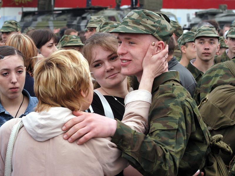 По сравнению с 2012 годом почти в два раза больше россиян выбрали бы для своего ребенка профессию военнослужащего - об этом заявили 13% респондентов, опрошенных специалистами Всероссийского центра изучения общественного мнения (ВЦИОМ)