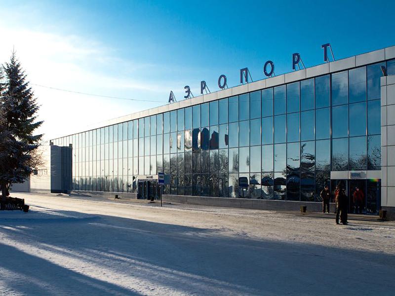 Прокуроры установили виновных в получении самолетом вмятины и 9-сантиметровой дырки в омском аэропорту