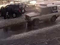 В Ленинградской области задержан водитель, поставивший ребенка на колени после умышленного наезда