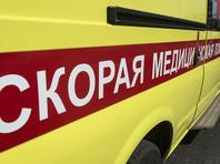 Голый мужчина атаковал машину реанимации в Новосибирске (ВИДЕО)