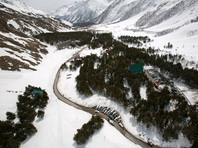 После схода лавины на склоне горы Чегет спасатели обнаружили тела двух мужчин и двух женщин, еще одного лыжника нашли живым