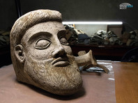 """На """"керамическом поле"""" у Керченского моста найдена голова древней скульптуры"""