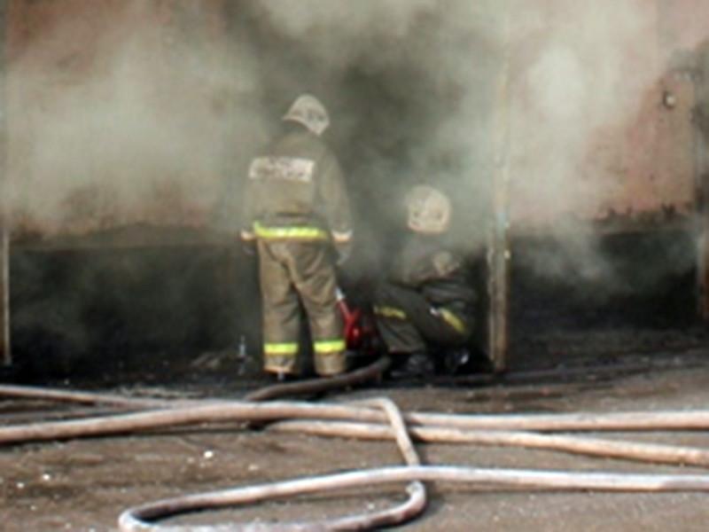 В городе Ак-Довурак в Туве расследуют убийство семьи. Сотрудники МЧС во время тушения пожара обнаружили в одной из квартир пятиэтажного дома и в подъезде тела четырех человек, в том числе двух маленьких детей