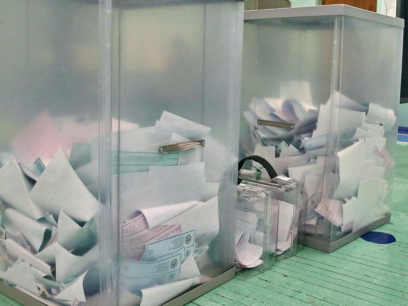 Следователи Выборгского района Санкт-Петербурга возбудили уголовное дело по факту вброса бюллетеней на избирательном участке N383, где на сентябрьских выборах в городское Законодательное собрание чиновник Смольного проиграл оппоненту-справедливороссу