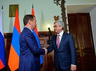 Приболевший гриппом Медведев принял президента Армении