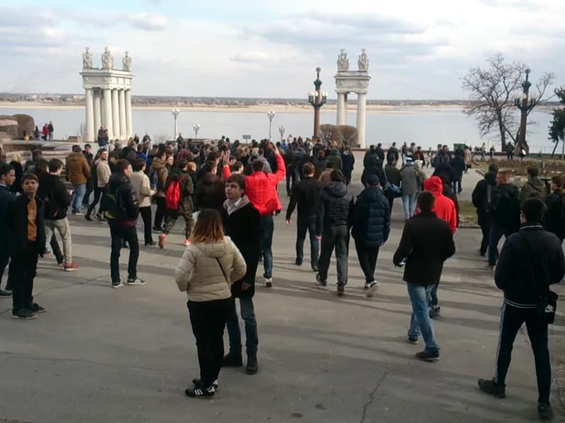"""Студент волгоградского вуза стал фигурантом дела о нападении на полицейского во время митинга """"Он нам не Димон"""""""