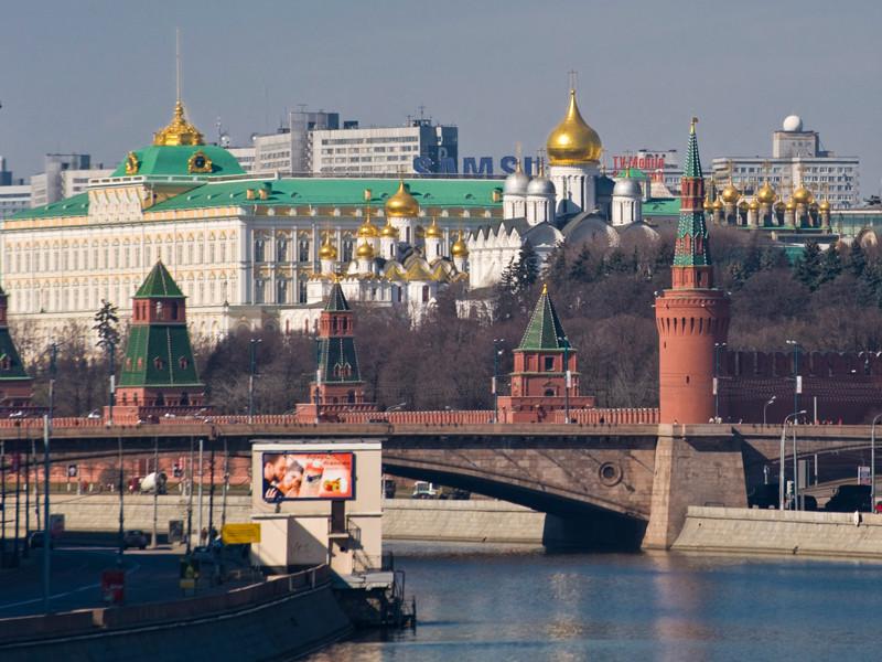 """В Кремле заявили, что несовершеннолетние выходили митинги против коррупции за """"денежные награды"""""""