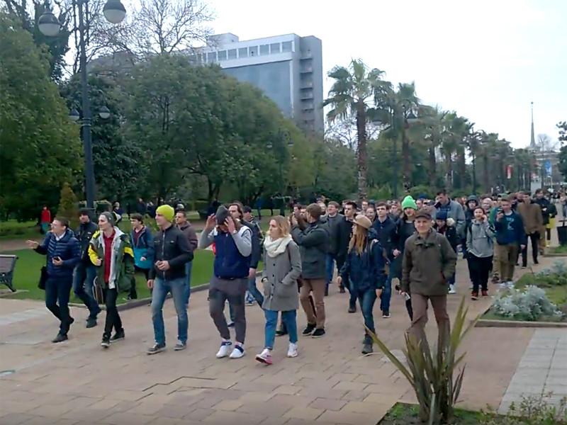 В Сочи после антикоррупционного митинга были задержаны три активиста, которых уже привлекли к административной ответственности
