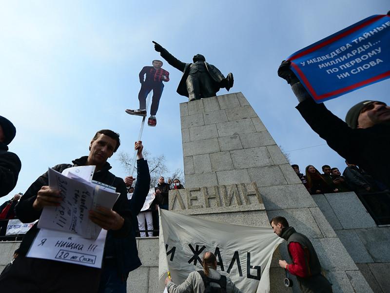 """На востоке России начались антикоррупционные митинги """"Он нам не Димон"""", которые, по замыслу организаторов, должны в воскресенье пройти в десятках городов"""