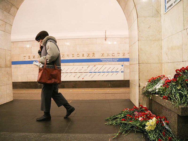 После взрыва, произошедшего в метро Санкт-Петербурга 3 апреля, более трети опрошенных считают, что силовики не способны защитить страну от террористов