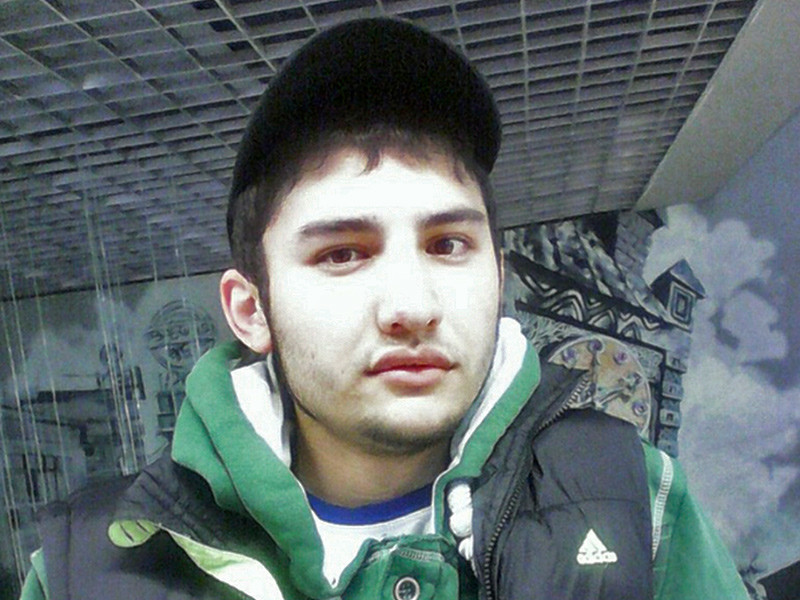 В СК уточнили, что совершившим взрыв в петербургском метро оказался Акбаржон Джалилов 01.04.1995 года рождения. По данным ведомства, он имеет отношение к обоим взрывным устройствам, найденным в подземке (одно из них не сработало)