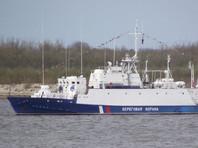 Крымские пограничники задержали украинское судно, вторгшееся на 400 метров в российские воды