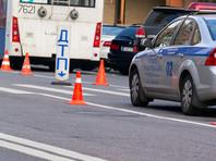 Дорогая иномарка влетела в столб в центре Москвы: водитель сгорел, пассажир сбежал
