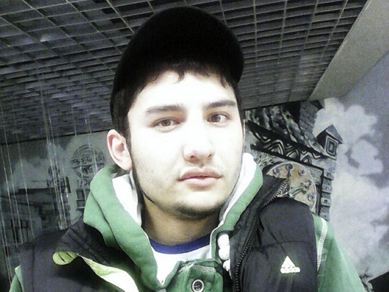 Следственный комитет РФ установил, что уроженец Киргизии Акбаржон Джалилов, который подозревается в организации теракта в метро Санкт-Петербурга, собирал бомбы дома по инструкциям, возможно, полученным от воющих в Сирии узбекских радикалов