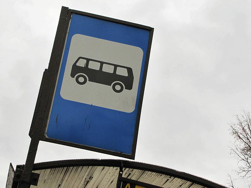 В Омске водитель маршрутки высадил 11-летнего мальчика за то, что тот не смог оплатить проезд, и ребенок провел на остановке шесть часов, не зная, как добраться домой, проверкой этой истории занялись следователи