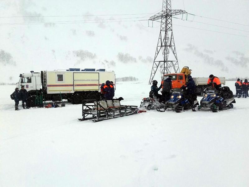 Спасатели обнаружили тела мужчины и мальчика, погибших под лавиной, сошедшей с камчатского вулкана в Елизовском районе