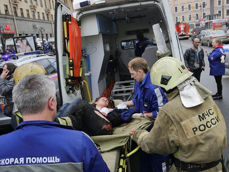 СМИ публикуют свидетельства очевидцев взрыва в метро Санкт-Петербурга 3 апреля, признанного терактом. Жертвами стали 10 человек, еще около 50 получили ранения
