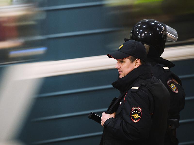 """В Петербурге на станции метро """"Приморская"""" в четверг, 6 апреля, полиция задержала молодого человека с муляжом гранаты"""