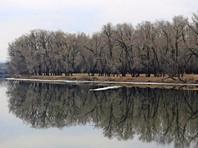 В Красноярском крае ликвидируют последствия слива нефтепродуктов в протоку Енисея