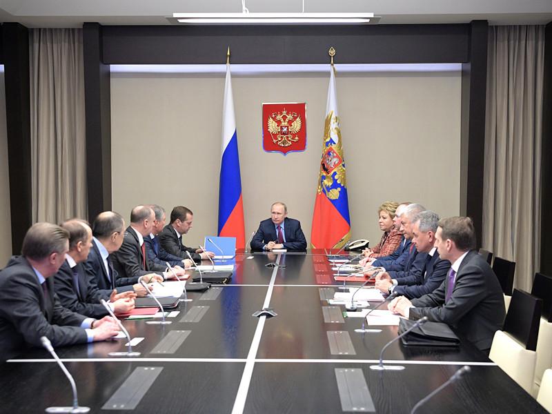 Президент России Владимир Путин на следующий день после встречи в Москве с госсекретарем США Рексом Тиллерсоном обсудил ситуацию в Сирии с постоянными членами Совета безопасности РФ