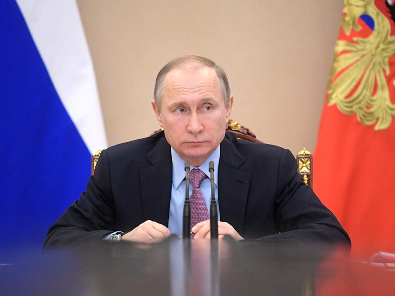 Президент РФ Владимир Путин в шутку попросил премьер-министра Дмитрия Медведева провести воспитательную беседу со своим подчиненным, министром культуры Владимиром Мединским