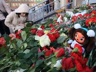 """""""Тьма не страшна, если стремишься к свету"""": в Петербурге появилось граффити в память о жертвах теракта"""