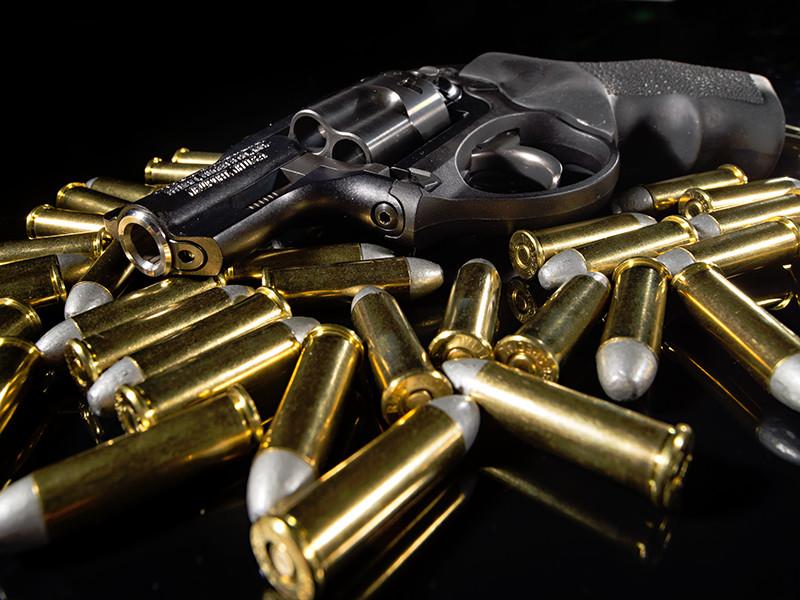 """По словам собеседника в ФСБ, посетившие клуб """"Хаммер"""" оперативники обнаружили, что из тира было похищено все оружие, а инструктор убит. Другой источник РБК - в правоохранительных органах - уточнил, что всего было украдено 40 единиц оружия"""