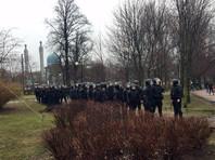 По данным очевидцев, задержаны около 30 человек, в том числе журналисты
