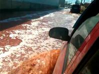 Реки сока текут по улицам липецкого города Лебедянь после аварии на складе PepsiCo (ВИДЕО)