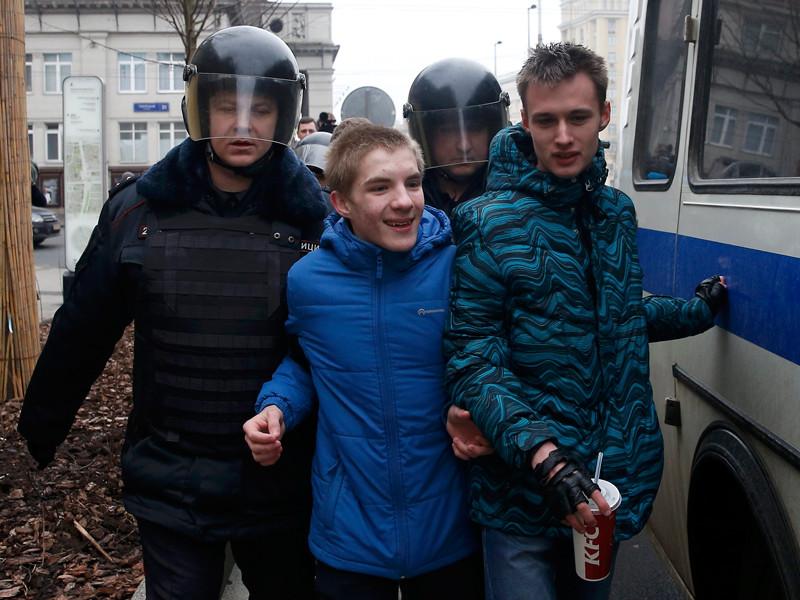 Одним из задержанных на Манежной площади оказался 17-летний Роман Шингаркин, сын бывшего депутата Госдумы Максима Шингаркина